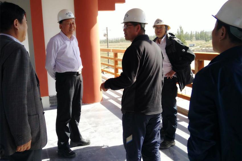 自治区水利厅厅长吴洪相等领导看望国庆节期间坚守岗位的我局一线职工