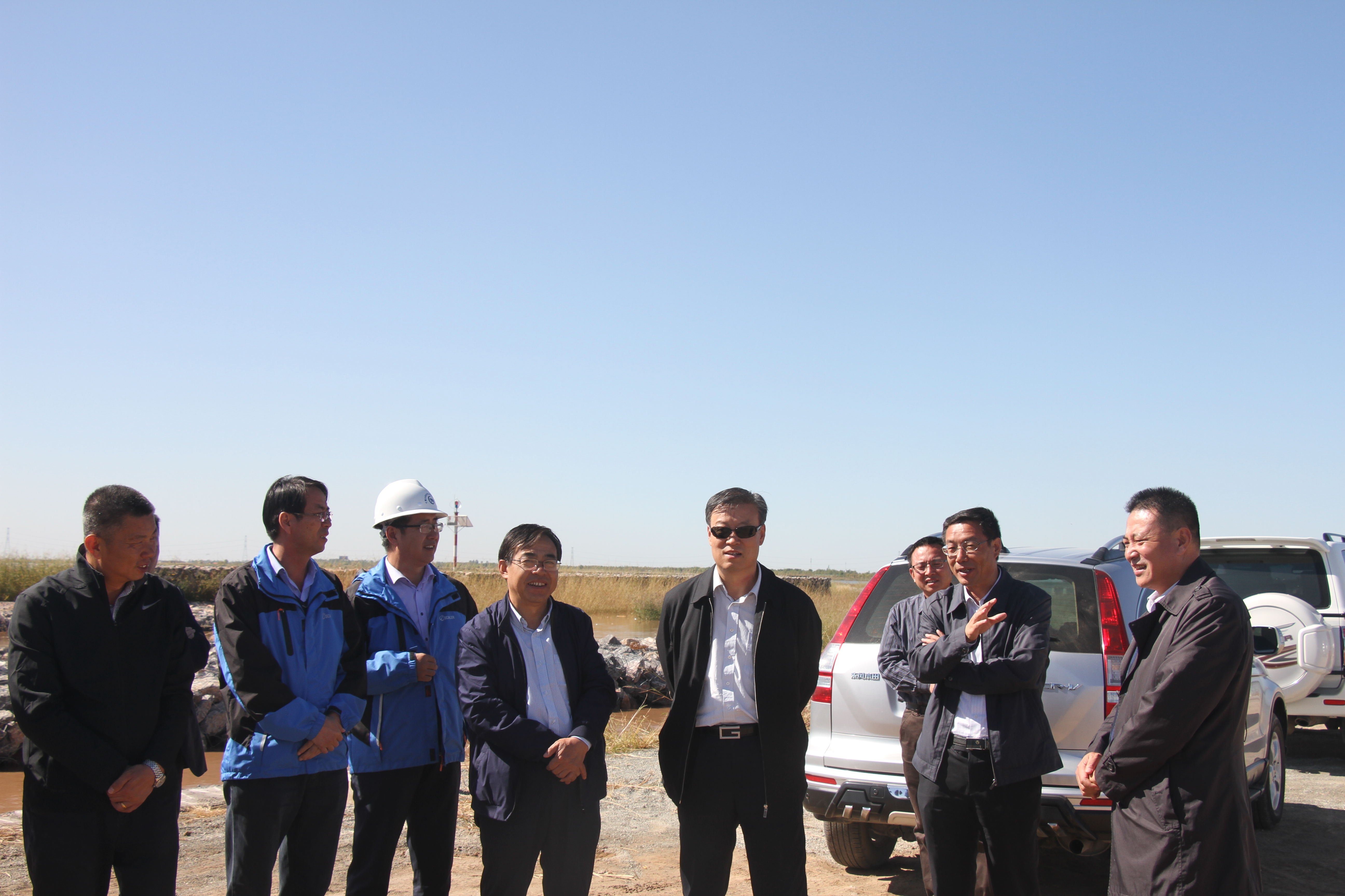 白耀华厅长视察惠农渠节水改造项目及 黄河防汛工程