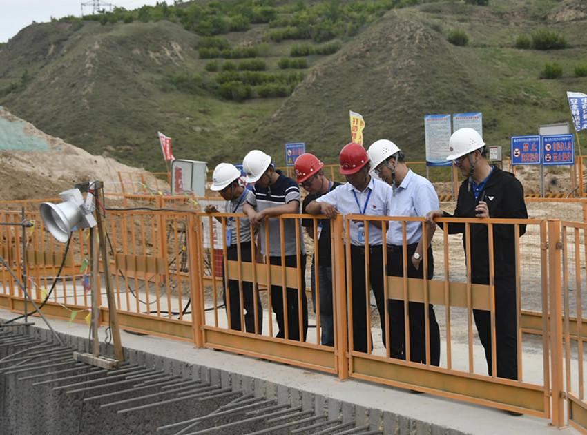 集团公司总经理顾耀民调研固原市黄河水调蓄工程建设工作
