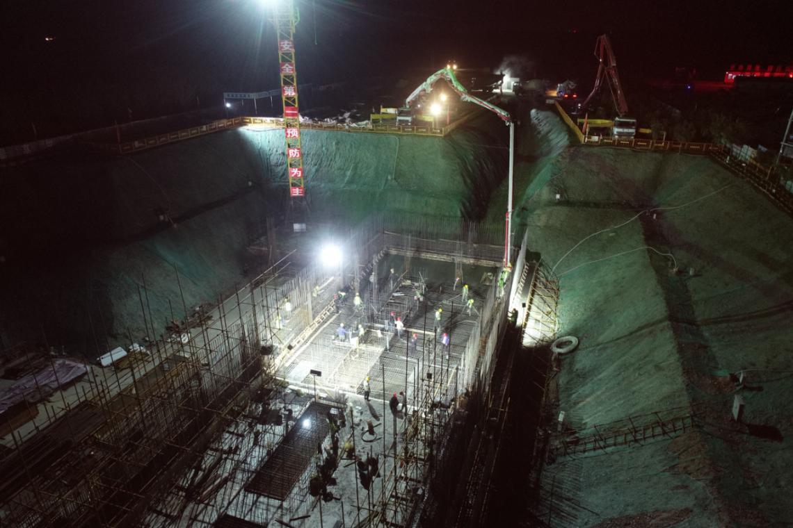 清水河流域城乡供水工程(水工部分)一标段  一泵站完成东侧底板混凝土浇筑