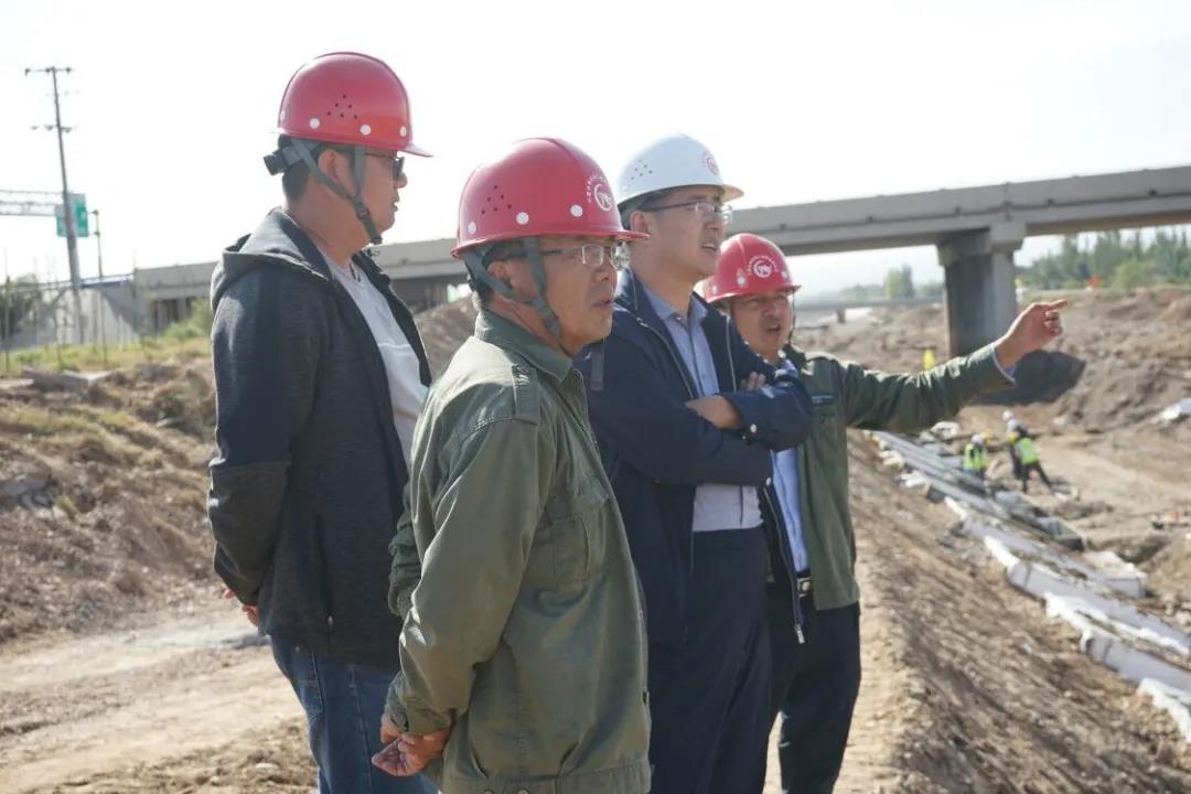 公司党委书记、执行董事高维力检查指导 渠道砌护改造工程