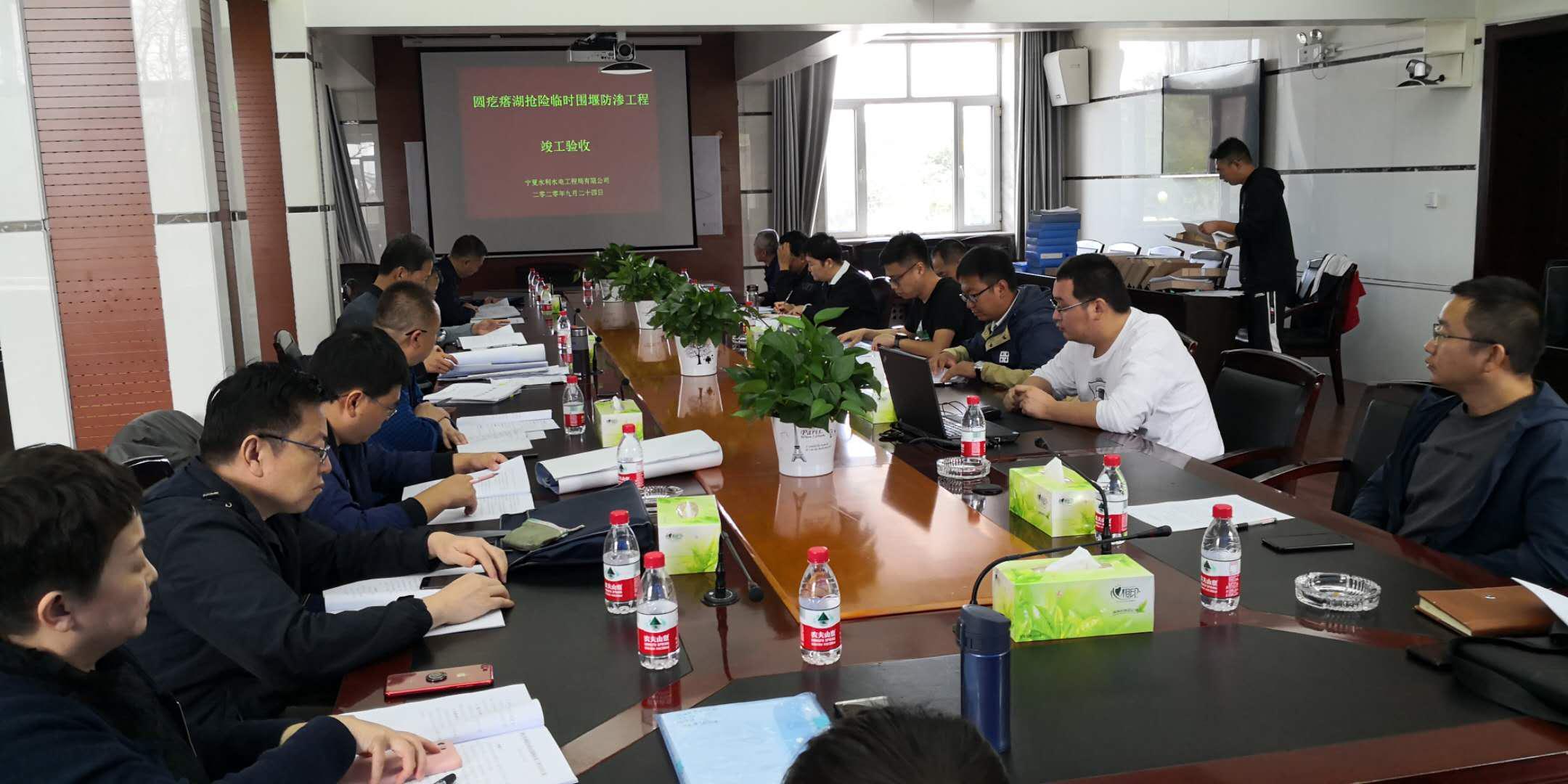 公司圆疙瘩湖抢险临时围堰防渗工程 顺利通过竣工验收